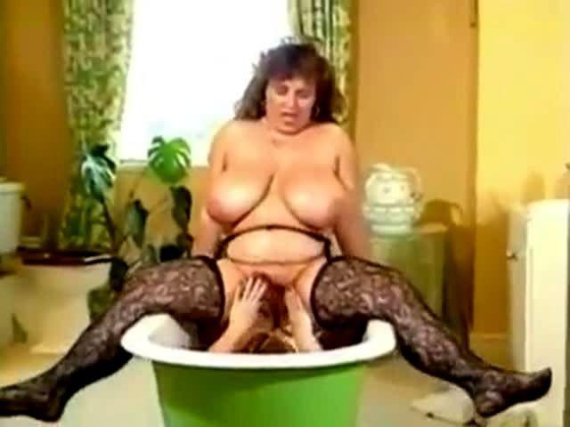 2 tubbys scrub in the tub 6