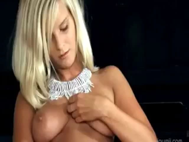 image Gorgeous busty blondie toying pussy on cam