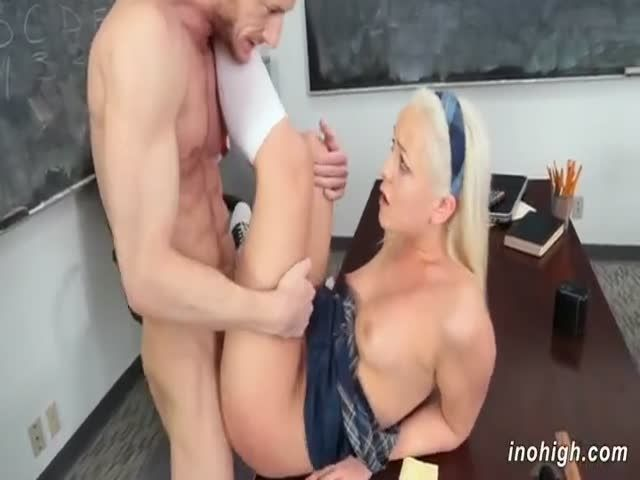 Vixen student fucks her professor for better grades