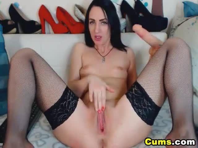 Cam babe having a orgasm on cam 9