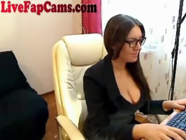webcam - fingering at her desk - XVIDEOSCOM