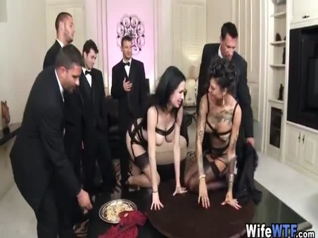 Women naked skinny dipping pics