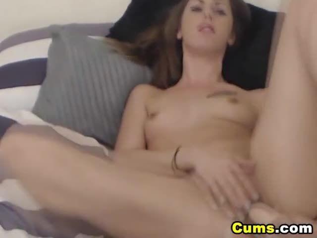 Babe masturbates porn