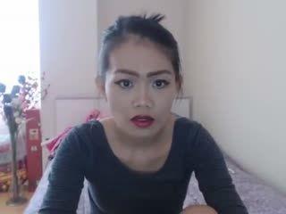 amateur sarisunshine flashing ass on live webcam   webcam girl sarisunshine