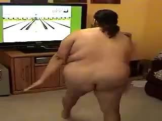 DUMB SLUT ALMA SMEGO PLAYING WII SPORTS NAKED