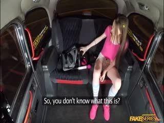 Sunny Honey Goes Fucking In The Backseat