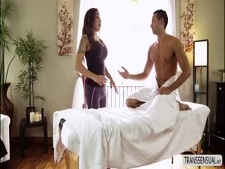 T-girl Tori Mayes Gives Massage And Blowjob