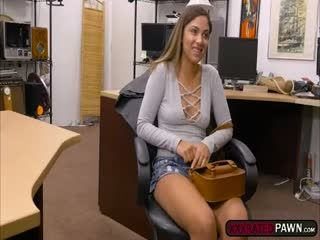 Mariah Gives Shawns Dick A Nice Blowjob