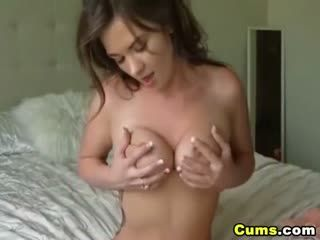 Sexy Brunette Teases And Make Her Pussy Wet Live