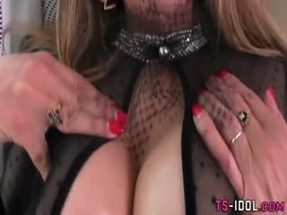 Tranny Jerks Her Dong