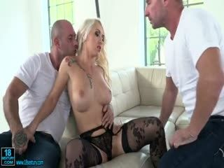 Blonde Bombshell Gets Double Penetrated
