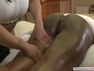 Masseuse Facesitted By Horny Milf Client